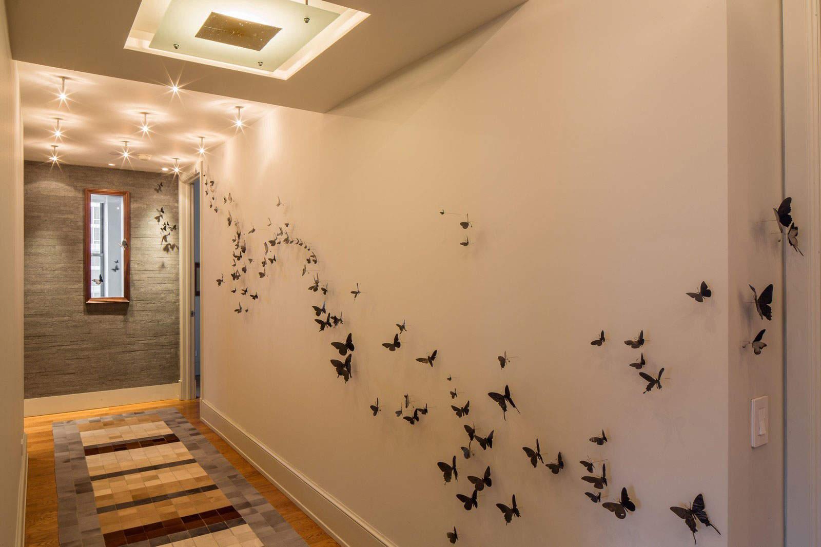 несет декор стены в коридоре фото найдете