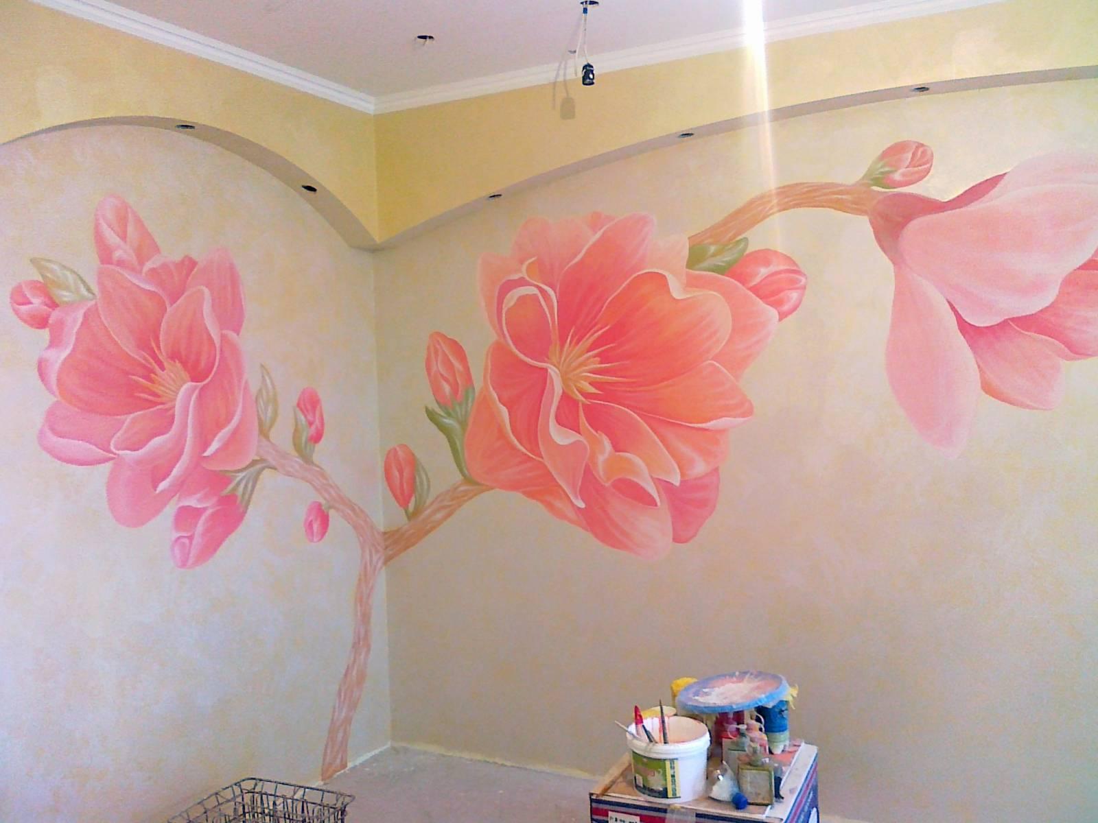 Несложная роспись на стенах