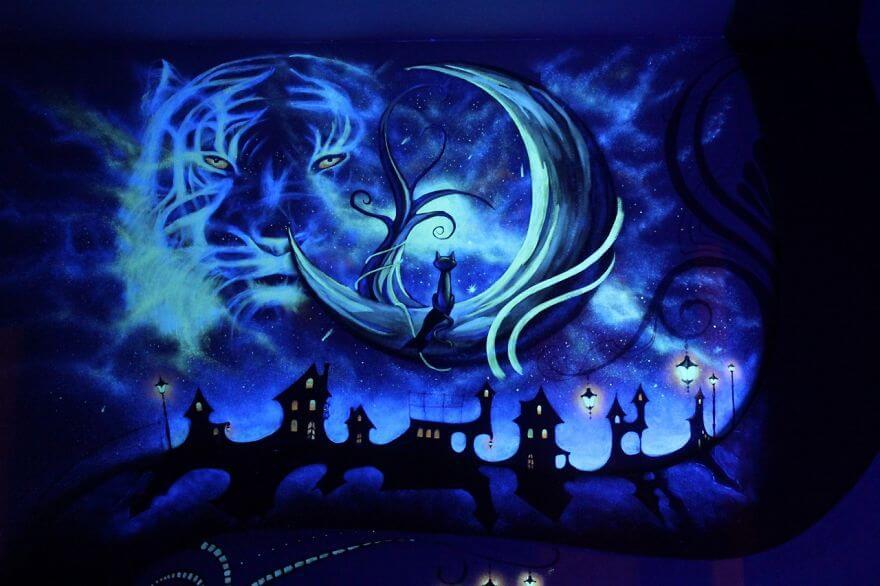 Светащаяся в темноте роспись стен в детской фото